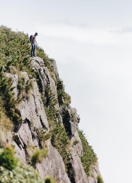 Foto stok gratis alam, backpacker, bahaya, batu