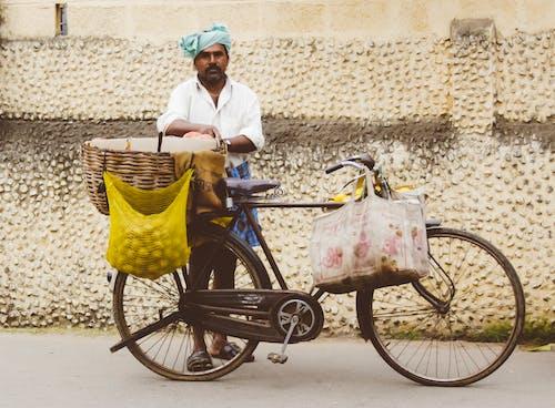 Photos gratuites de adulte, bicyclette, caddie, chariot
