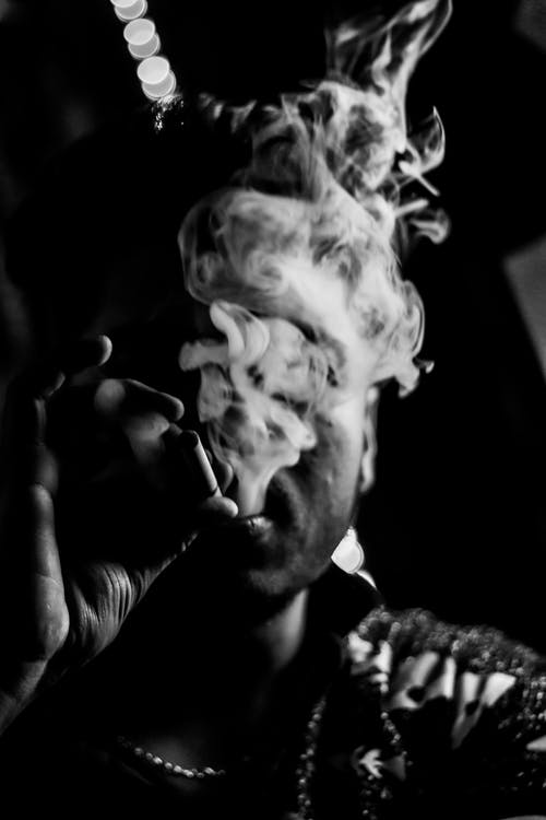 250+ Great Smoking Photos · Pexels · Free Stock Photos