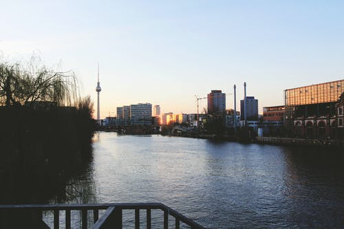 Безкоштовне стокове фото на тему «Берлін, Берлінська телевежа, вода, Захід сонця»