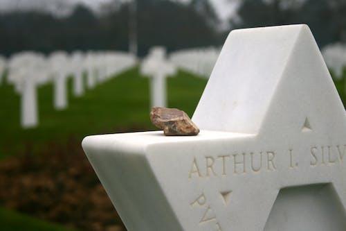 Foto profissional grátis de cemitério, pedra