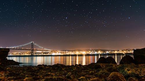Бесплатное стоковое фото с архитектура, вечер, город, звездное небо
