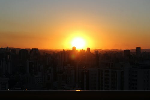 Ilmainen kuvapankkikuva tunnisteilla auringon häikäisy, hämärä, ilta-aurinko, iltahämärä