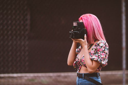 Darmowe zdjęcie z galerii z aparat, kobieta, moda, muzyka