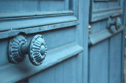 Безкоштовне стокове фото на тему «дверна ручка, дверний отвір, Деревина, сині двері»