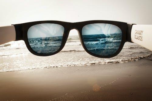 Ilmainen kuvapankkikuva tunnisteilla aurinkolasit, hiekkaranta, ranta