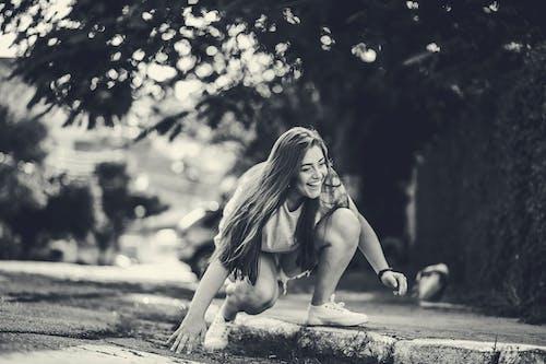 Immagine gratuita di bellezza, bellissimo, bianco e nero, donna
