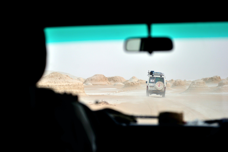 Foto profissional grátis de areia, automóvel, conduzir, deserto