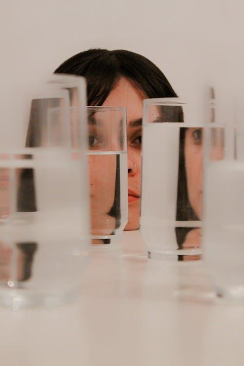 Безкоштовне стокове фото на тему «жінка, персона, скло, скляні речі»