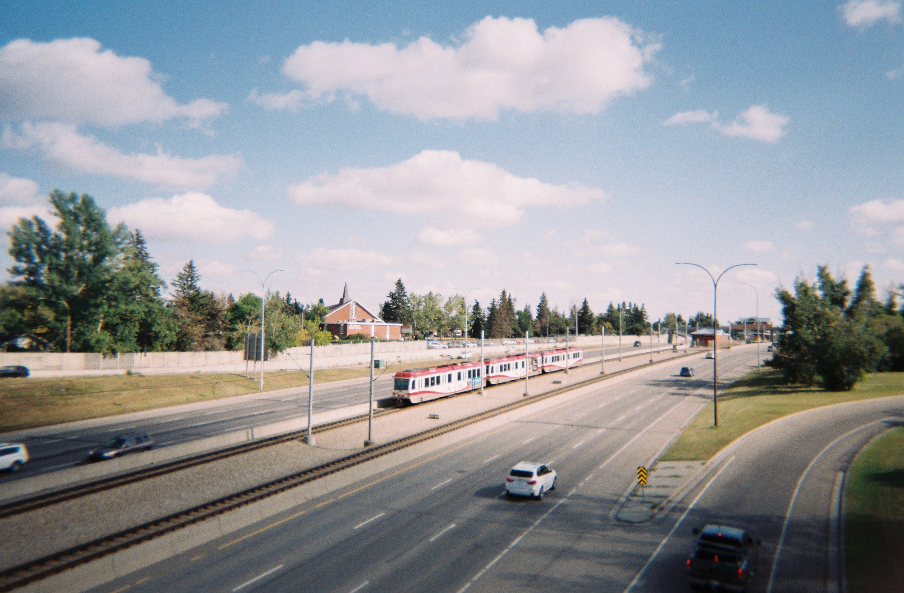 アスファルト, カナダ, トラフィック, ドライブの無料の写真素材