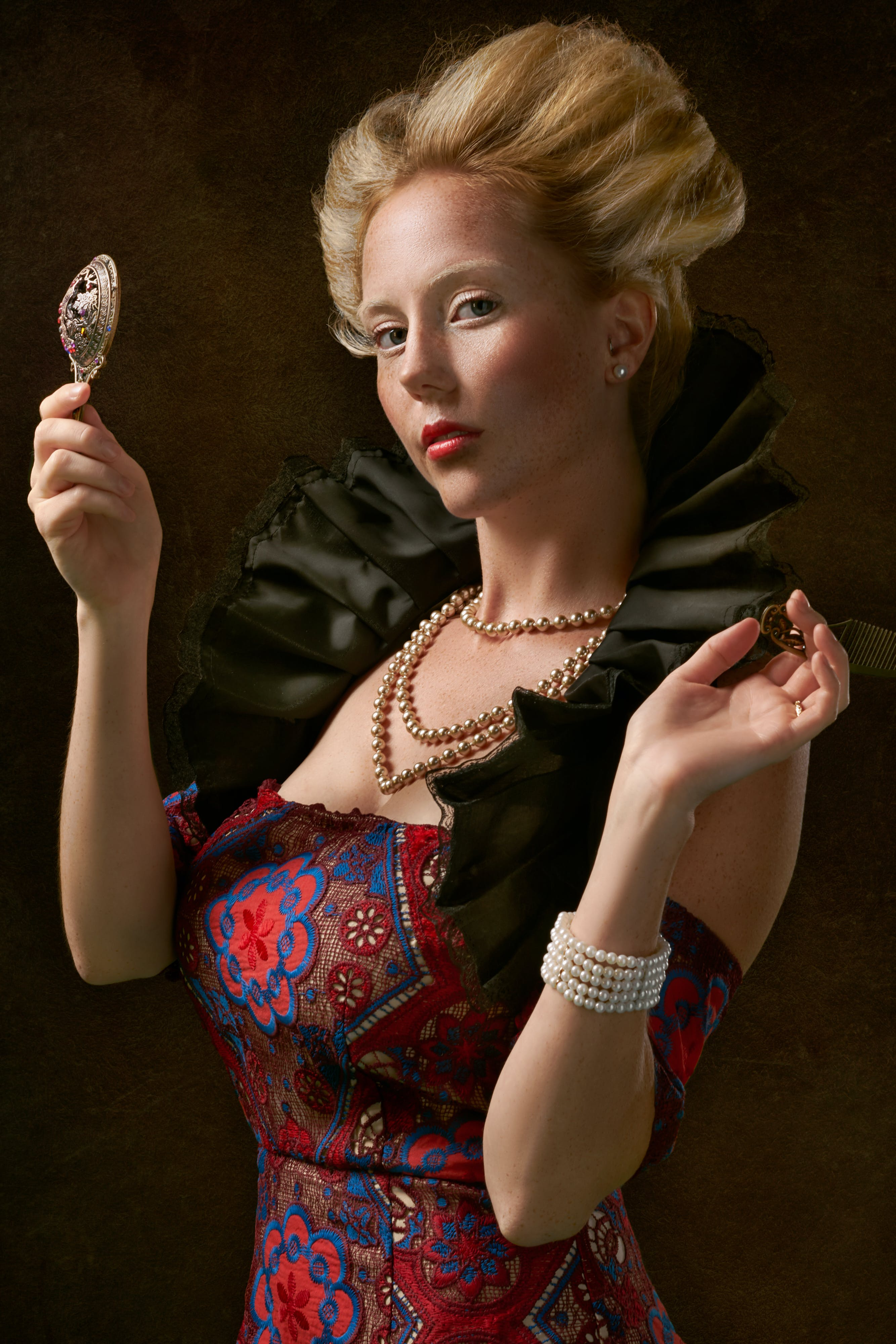 Gratis lagerfoto af glamour, halskæde, kjole, kvinde