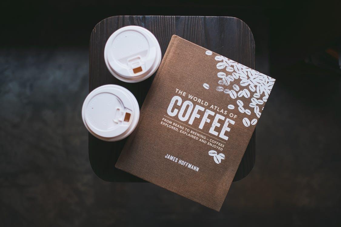 káva, kaviareň, kniha