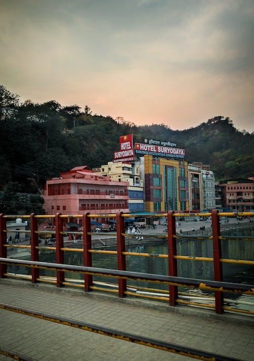Darmowe zdjęcie z galerii z atrakcja turystyczna, budynek, cel podróży, ganga arti