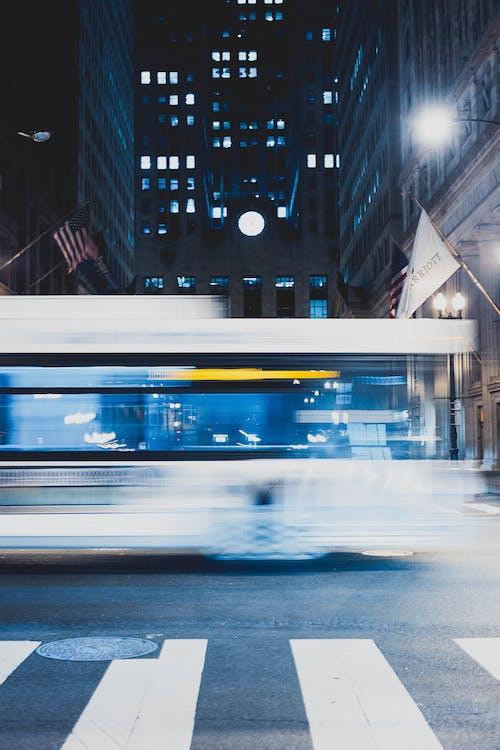 Безкоштовне стокове фото на тему «автобус, вечір, Вулиця, дорога»