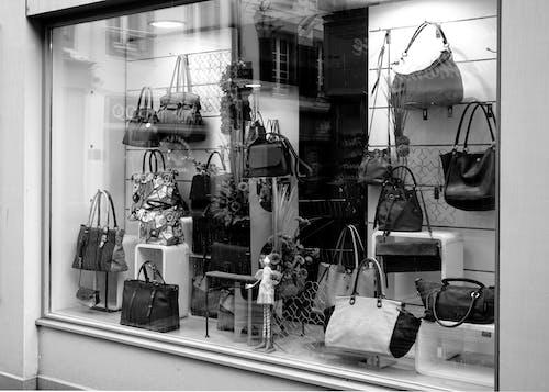 คลังภาพถ่ายฟรี ของ กระจก, กระเป๋า, ขาวดำ, บูติก