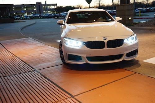 Gratis lagerfoto af BMW, d'vaughn bell, forlygter, hvid bil