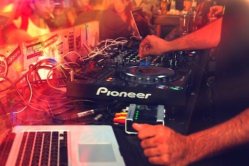 DJ, DJ混音器, 享受, 人 的 免費圖庫相片