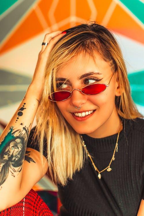 Δωρεάν στοκ φωτογραφιών με tattoo, γκρο πλαν, γυαλιά ηλίου