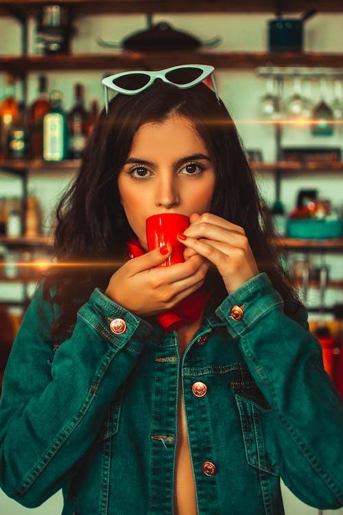 Foto profissional grátis de bebendo, bebida, bonita, café
