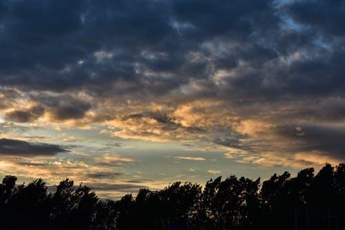 คลังภาพถ่ายฟรี ของ การก่อตัวของเมฆ, ดวงอาทิตย์ตก, ตะวันยามเย็น, ทิวทัศน์เมฆ