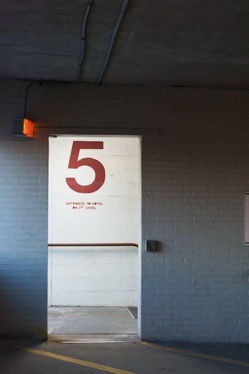 Darmowe zdjęcie z galerii z architektura, bezpieczeństwo, budynek, dostęp