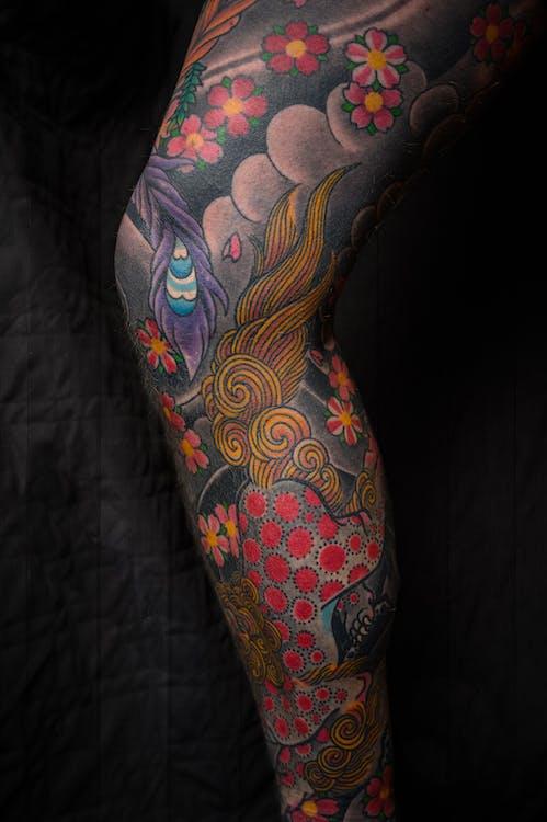 Tatuaje De Pierna Floral Multicolor