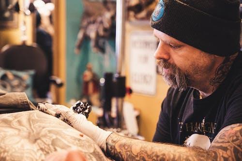 Fotos de stock gratuitas de artista, hombre, persona, tatuaje