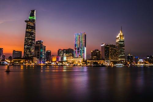 Gratis stockfoto met architectuur, avond, belicht, gebouwen