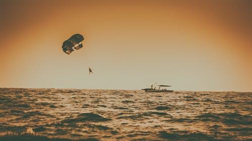 Fotobanka sbezplatnými fotkami na tému goa, India, loď, padák