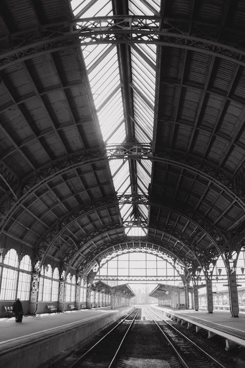 Immagine gratuita di architettura, bianco e nero, edificio, prospettiva
