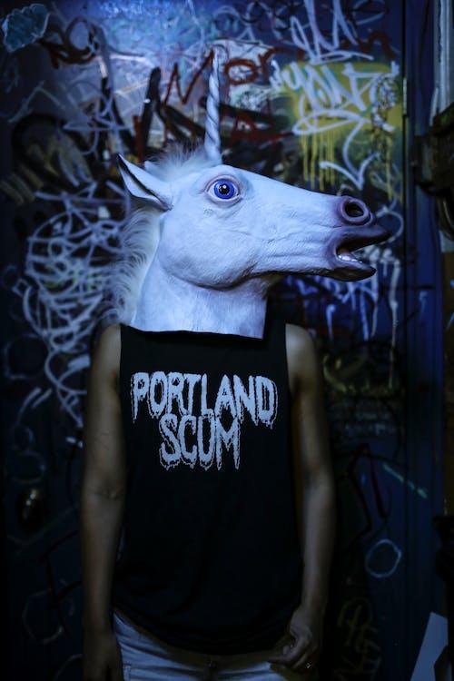 в помещении, граффити, единорог