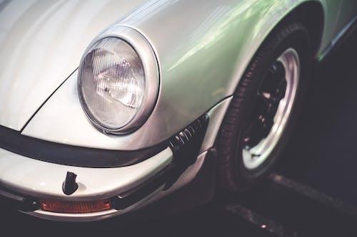 araba, araç kullanmak, çamurluk, eski model araba içeren Ücretsiz stok fotoğraf