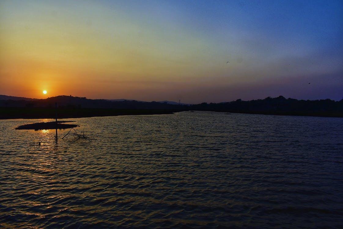 auringonlasku, joki, sininen taivas
