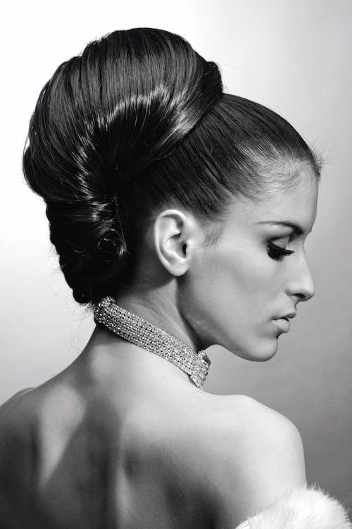 Foto d'estoc gratuïta de bonic, cabell, collaret, dona