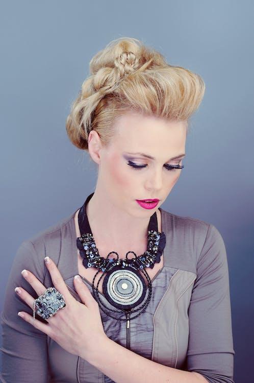 attraktiv, blond, elegant
