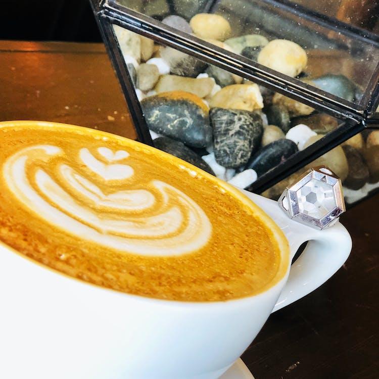 držte svoju archu, jarné obdobie, káva