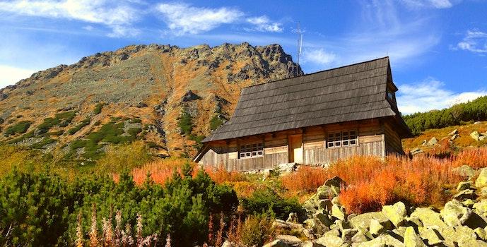 Lizenzfreie Bilder zu landschaft, berg, haus, gras