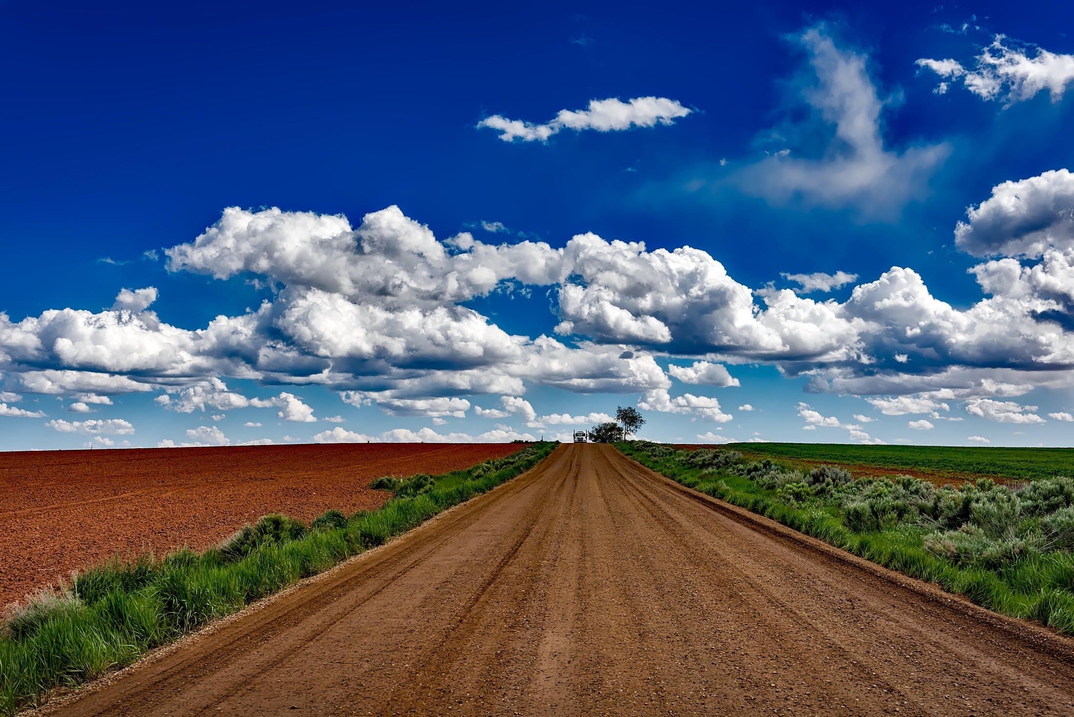 Бесплатное стоковое фото с грязная дорога, дорога, небо, облака