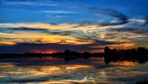 Бесплатное стоковое фото с закат, на открытом воздухе, небо, озеро