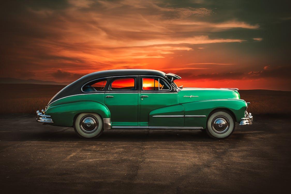 古い車, 日没
