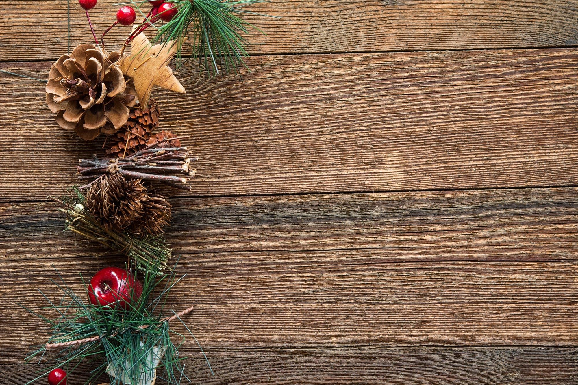 Brown Mistletoe and Pinecone Christmas Decor
