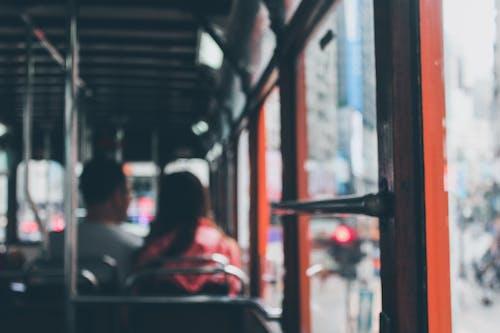 Безкоштовне стокове фото на тему «Windows, автобус, Вулиця, громадський»