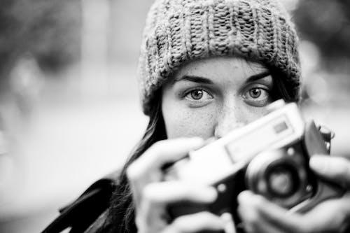Foto d'estoc gratuïta de adult, afició, blanc i negre, bonic