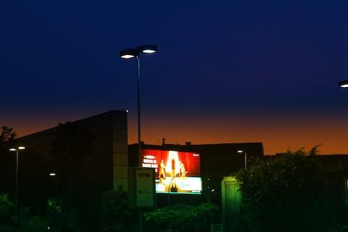 Gratis arkivbilde med bygning, kjøpesenter, kveld, lys