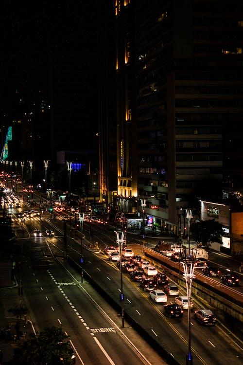 城市, 夜間照片, 晚上, 汽車 的 免費圖庫相片