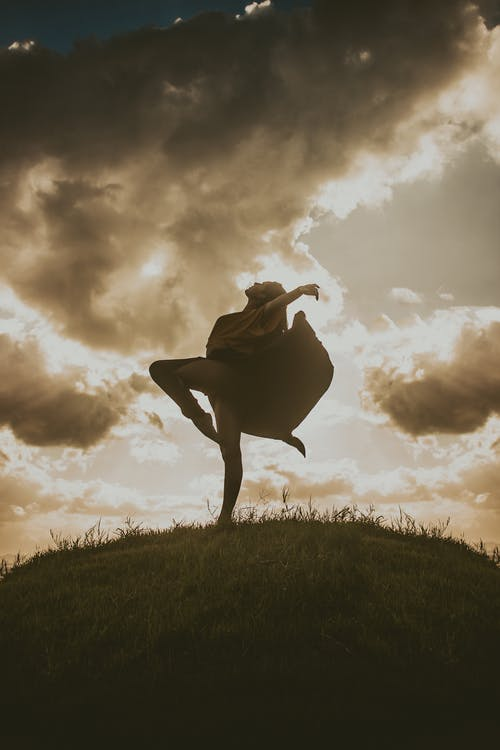 Foto profissional grátis de bailarina, bailarinas, Belas Artes, céu