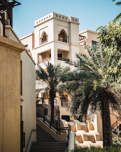 Photos gratuites de architecture, arrière-plan, balcon, bâtiment