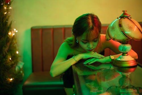 Foto profissional grátis de abajur, apoiando, aquário, arte