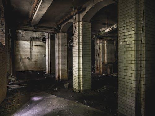 Foto profissional grátis de abandonado, arcadas, arquitetura, construção