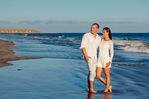 Δωρεάν στοκ φωτογραφιών με άμμος, ειδύλλιο, ελεύθερος χρόνος, ζευγάρι